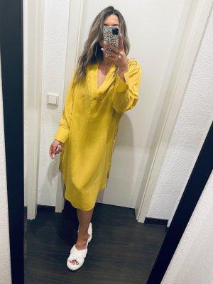Gelbes Kleid mit Ausschnitt von H&M
