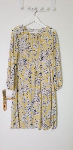 Gelbes Kleid mit Blumenprint