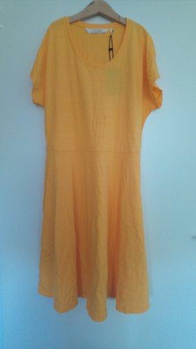 Gelbes Kleid recolution
