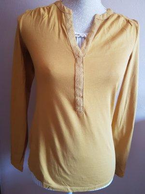 Gelbes Langarmshirt