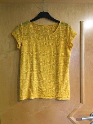 Gelbes Spitzenshirt