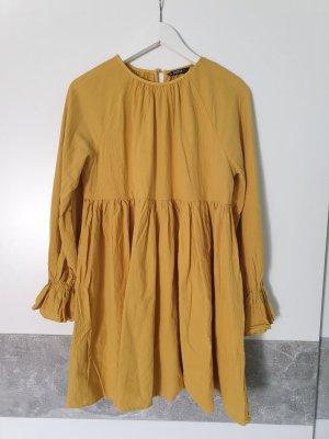 Gelbes weites Sommerkleid