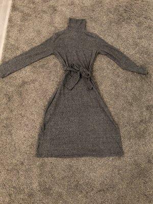 Gemütliches Zara Kleid