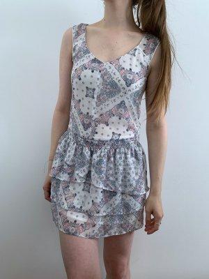 Gemustertes Kleid mit Rückendetail