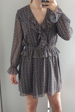 Gemustertes Kleid mit Rüschen/ Volants