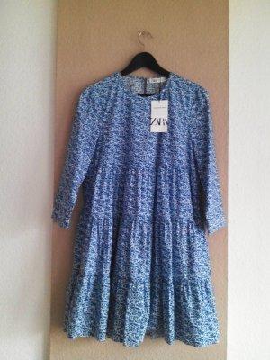 gemustertes Minikleid in weiss-hellblau mit Blumenprint aus 100% Baumwolle, Größe M, neu