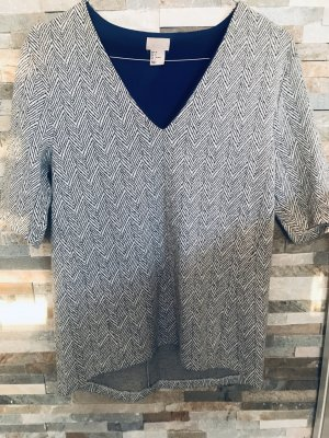 Gemustertes Shirt von H&M Exclusive mit asymmetrischem Saum und V-Ausschnitt