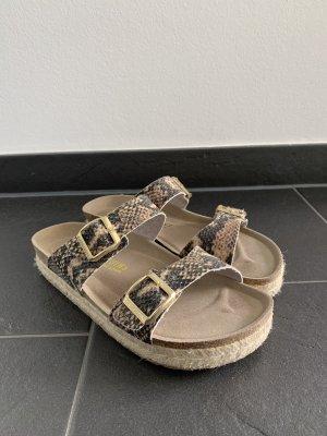Genuins Sandalen mit Schlangenprint und Sisalsohle