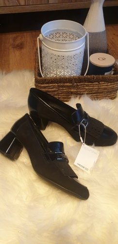 Geox Strapped pumps black