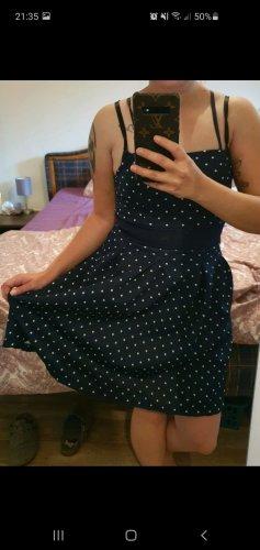 Gepunketes Kleid in XS