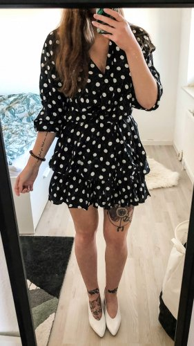 Gepunktetes Kleid