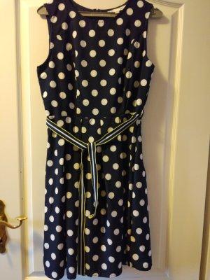 Gepunktetes Kleid von Yumi