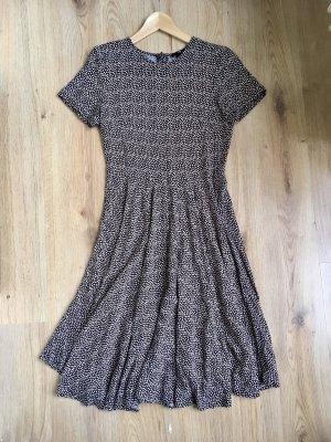 Gepunktetes schwingendes Midi Kleid