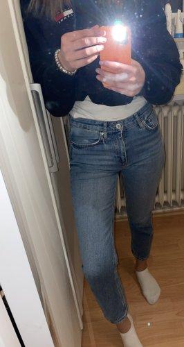Gerade geschnittene high waist Jeans von Zara