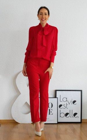 Gerade geschnittene Hose in Rot mit Bügelfalten