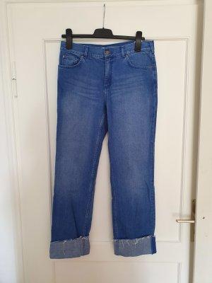 gerade geschnittene intensiv blaue Jeans