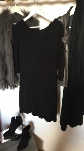 Geradlinig geschnittenes Kleid