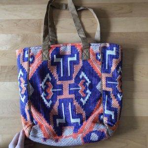 Geräumige Tasche mit Baumwollanteilen