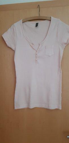 Geripptes hellrose farbendes T-Shirt