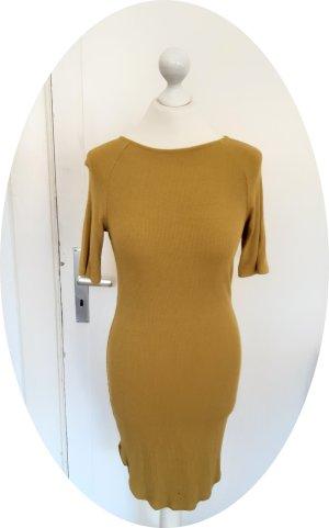 Geripptes Kleid von H&M in senfgelb mit Rückenausschnitt
