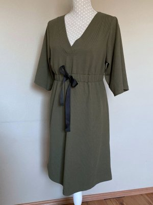Geripptes Umstands-Kleid von Mamalicious