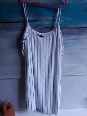gesteiftes Kleid