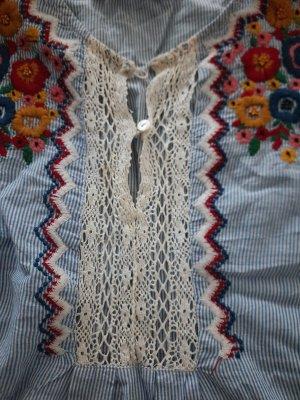 Gestickte Bluse mit schönen Farben von Zara