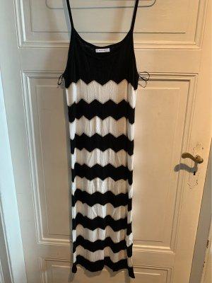 Gestreifes Sommer-Strick-Kleid