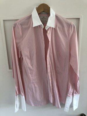 Gestreifte Bluse mit Manschettenknöpfen zu tragen
