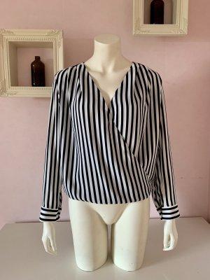 Gestreifte Bluse mit V-Ausschnitt von H&M