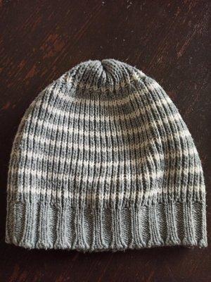 Sombrero de punto blanco-gris claro