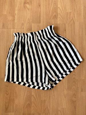 Gestreifte Paperbag-Shorts von SheIn