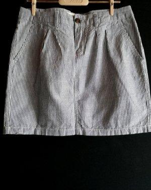 Gestreifter grau-weißer Rock mit Taschen