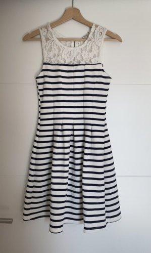 Gestreiftes Kleid mit Spitze