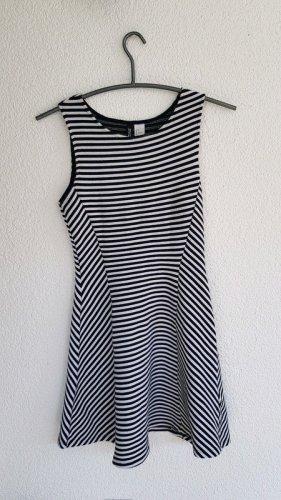 Gestreiftes Kleid von Divided (H&M)