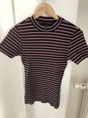 Gestreiftes Ripp-Shirt mit Turtleneck von ONLY