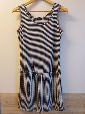 Gestreiftes Sommerkleid mit Bund zum Schnüren