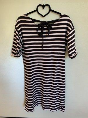 gestreiftes T-Shirt Kleid