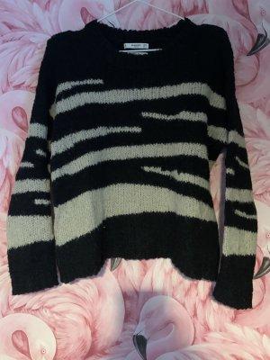 Gestrickter Woll-Pullover