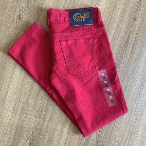 GF FERRÉ Jeans in sattem Himbeerrot