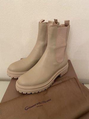 Gianvito Rossi Nude boots