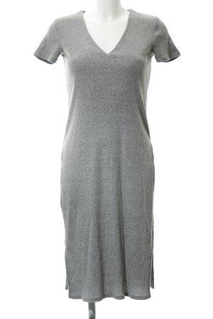 Gina Tricot Schlauchkleid hellgrau Street-Fashion-Look