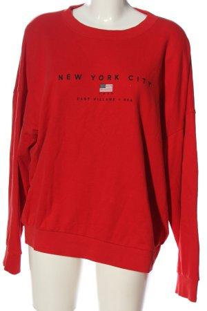 Gina Tricot Suéter rojo letras impresas look casual