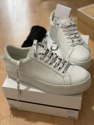 GIVENCHY Laces Sneaker