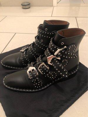 Givenchy Nieten Ankle Boots mit Riemen