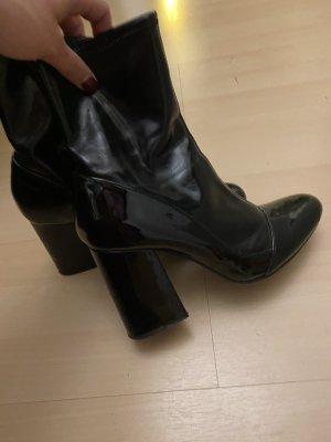Glänzende schwarze Boots