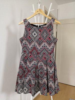 Glamurous Kleid mit Taillengürtel