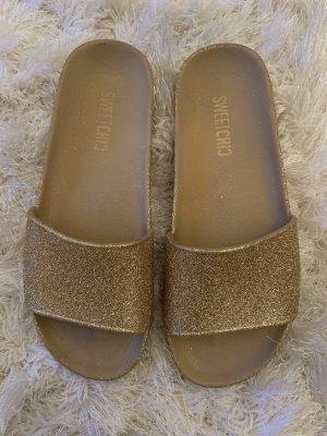 Glitzer Sandalen aus Plastik (39)