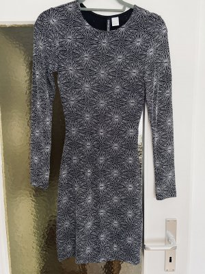 H&M Vestido cut out negro-color plata
