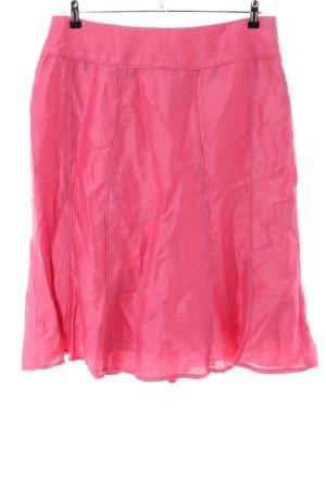 Falda acampanada rosa look casual